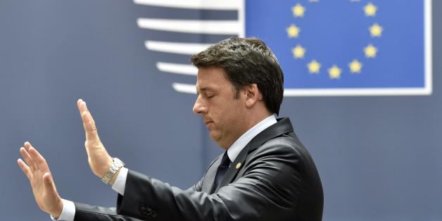 Italian Prime Minister Matteo Renzi gestures as he leaves the EU Summit in Brussels, Belgium, June 28, 2016.      REUTERS/Eric Vidal