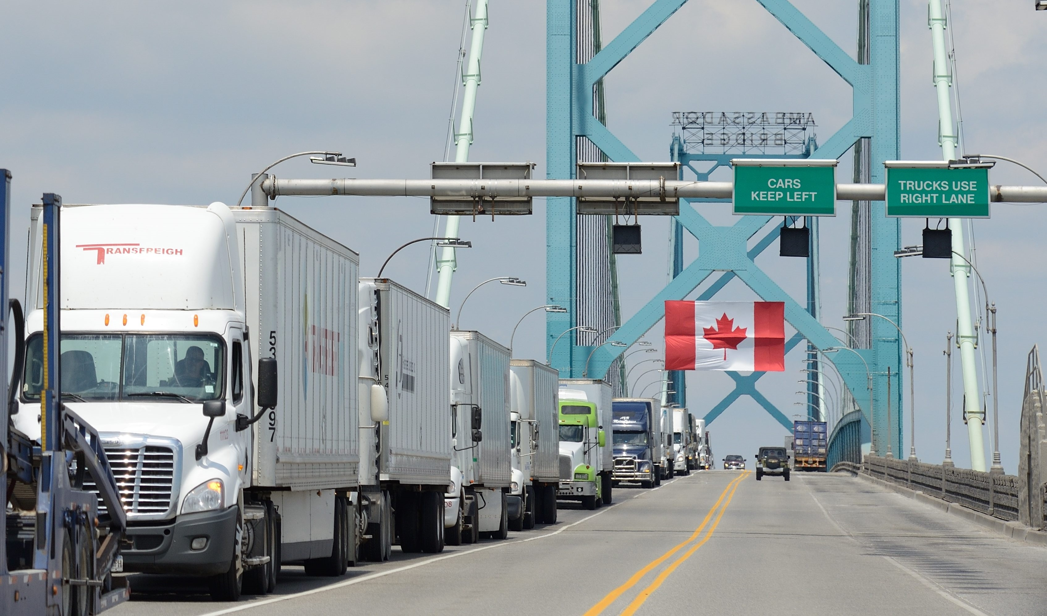 canada trade trucks ambassador bridge