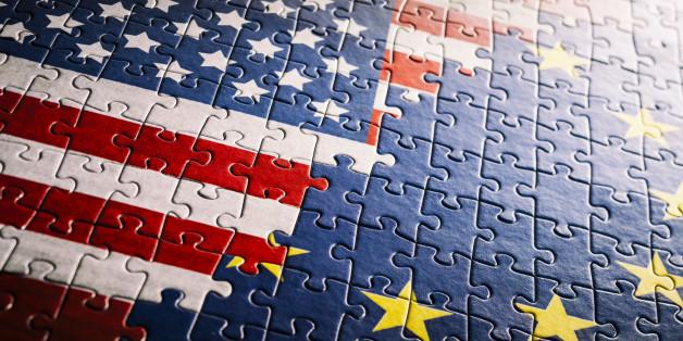 30Mpx tilt shift photo stich of a jigsaw puzzle: US EU. Personalized and unique flag design and puzzle.