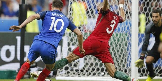 Gignac vor dem Beinahe-Treffer gegen Portugal