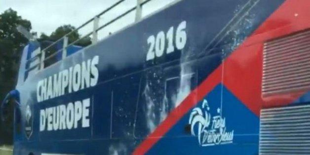 Le bus à impériale a-t-il porté la poisse aux Bleus ?