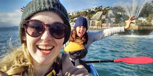 Elles prennent un kayak pour rejoindre une arène Pokémon Go dans l'océan