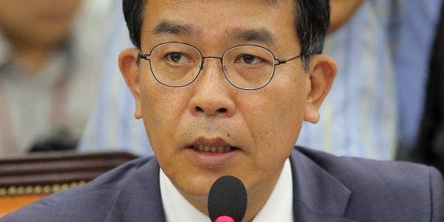 정의당 김종대 의원이 7일 오전 국회에서 열린 국방위원회 전체회의에서 한민구 국방부 장관에게 질의하고 있다.