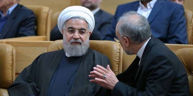 Le président Hassan Rouhani et le chef de l'Organisatin iranienne de l'énergie atomique, Ali Akbar Salehi, lors d'une cérémonie le 7 avril à Téhéran pour l'anniversaire de l'accord nucléaire