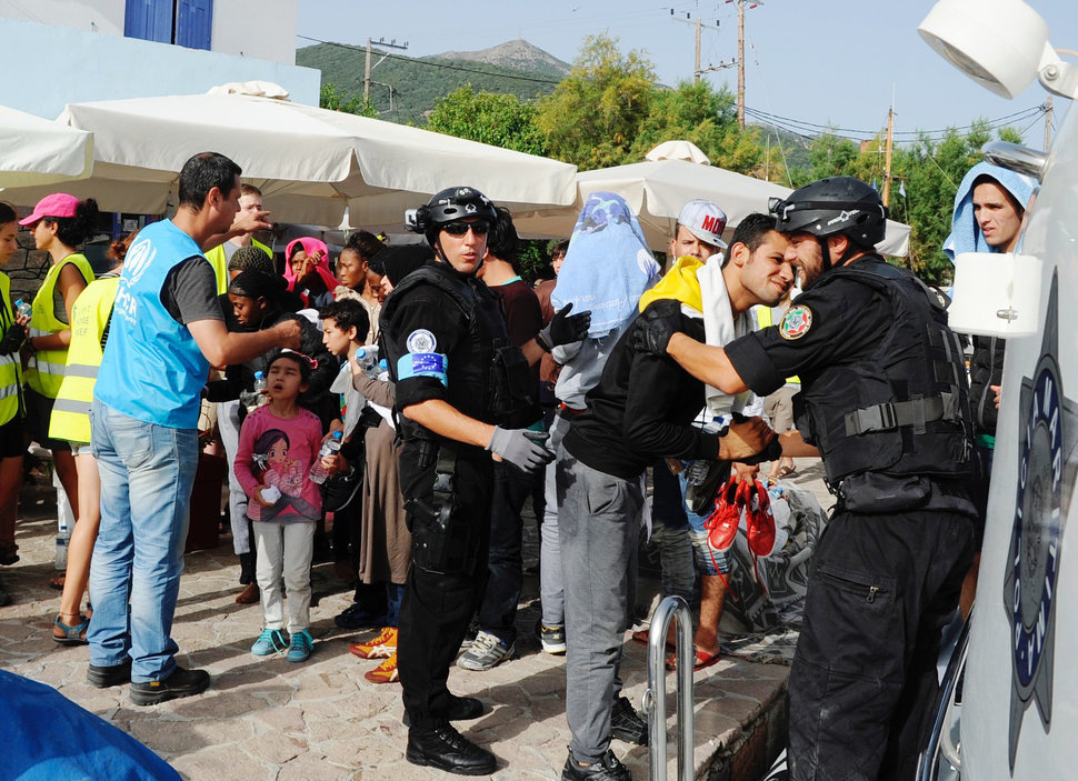 arrival refugees lesbos