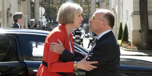 Theresa May, Première ministre du Royaume-Uni et un mystère vu de France