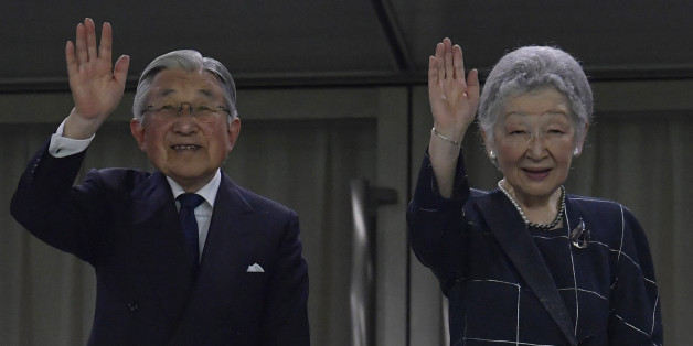 TOKYO, JAPAN - JUNE 25:  Emperor Akihito and Empress Michiko wave to audience during the international friendly match between Japan v Scotland at Ajinomoto Stadium on June 25, 2016 in Tokyo, Japan.  (Photo by Koki Nagahama/Getty Images)