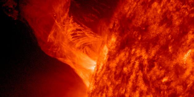 In der Sonne bilden sich immer wieder gigantische Löcher.