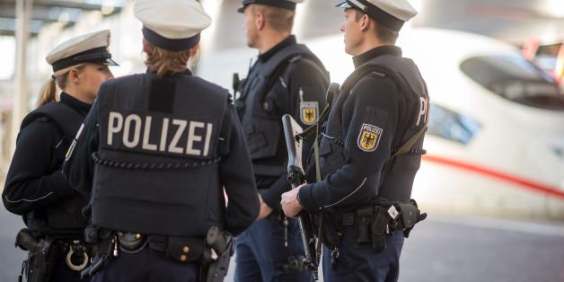 Polizisten am Hauptbahnhof in Frankfurt am Main (Archivbild)