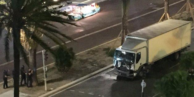 Un camion fonce dans la foule sur la promenade des Anglais à Nice