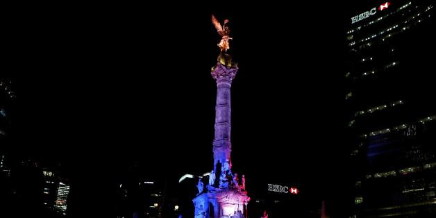 Nach Anschlag von Nizza leuchtet die Welt in Blau, Weiß und Rot