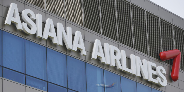 A view of the Asiana Airline's head office in Seoul August 8, 2013. Asiana Airlines Inc reported on Friday a deeper operating loss than expected after North Korean tensions hurt travel demand, with further weakness seen in the current quarter following the July plane crash in San Francisco. Picture taken on August 8, 2013.   REUTERS/Kim Hong-Ji   (SOUTH KOREA - Tags: TRANSPORT BUSINESS)