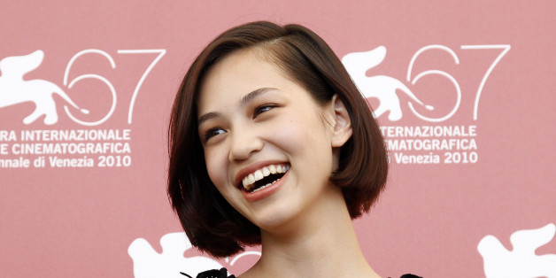 "Japanese actress Kiko Mizuhara poses for photographers during a photocall for ""Noruwei no Mori"" (Norwegian Wood) by director Tran Anh Hung during the 67th Venice Film Festival September 2, 2010. REUTERS/Alessandro Bianchi   (ITALY - Tags: ENTERTAINMENT)"