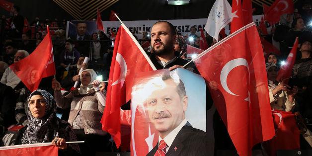 Ein Erdogan-Anhänger bei einem Auftritt des türkischen Präsidenten in Berlin