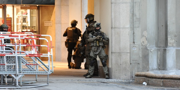 München: Einer der Schützen soll mit vollautomatischen Waffen gefeuert haben