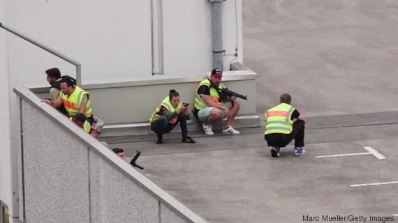 polizisten auf dach