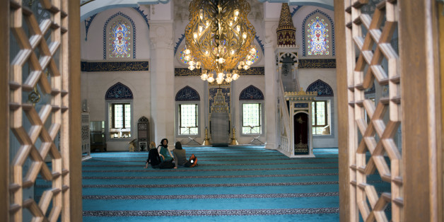 Nach einem vermeintlichen Attentat in München, öffnen alle Moscheen ihre Türen