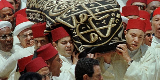 King Mohamed VI, right, and his brother Moulay Rachid, left, carry the coffin containing the remains of their father King Hassan II during the funeral at the Royal Palace in Rabat, Morocco, Sunday July 25, 1999. (AP Photo)
