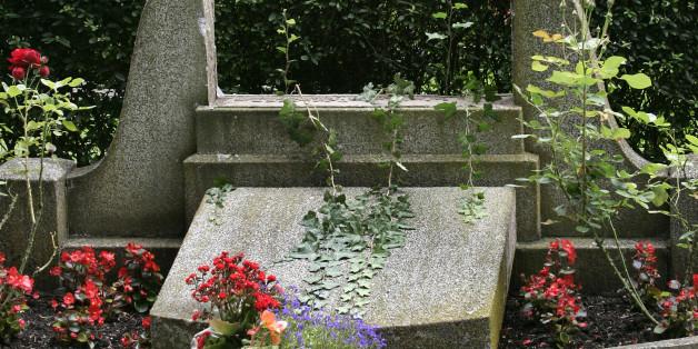 Auf dem Friedhof in Ibbenbüren wurde eine Frau vergewaltigt (Symbolbild)