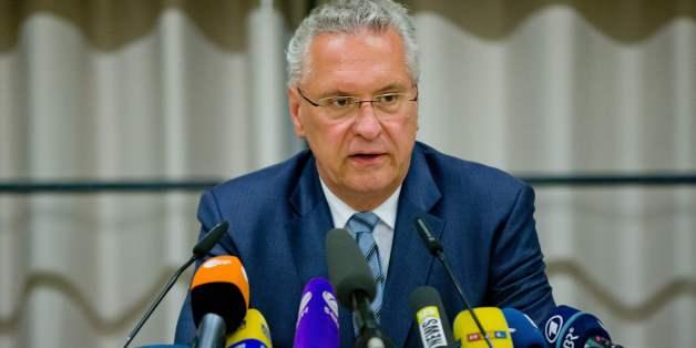 Bayerns Innenminister Herrmann: Ansbach-Attentäter wurde durch Chat-Kontakt mit Unbekanntem beeinflusst