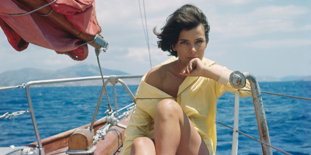 L'actrice Jenny Karézi sur un bateau, circa 1960 en Grèce . (Photo by Giancarlo BOTTI/Gamma-Rapho via Getty Images)