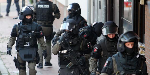 Polizisten stürmten gestern eine Moschee in Hildesheim