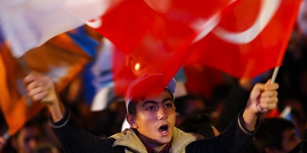 Politiker fordern ein Verbot der Pro-Erdogan-Großdemo in Köln