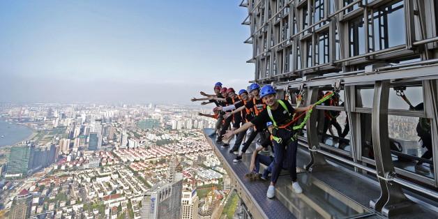 Der Skywalk am Jinmao Tower ist nichts für Angsthase: Er befindet sich in 340 Metern Höhe und besitzt zudem kein Geländer