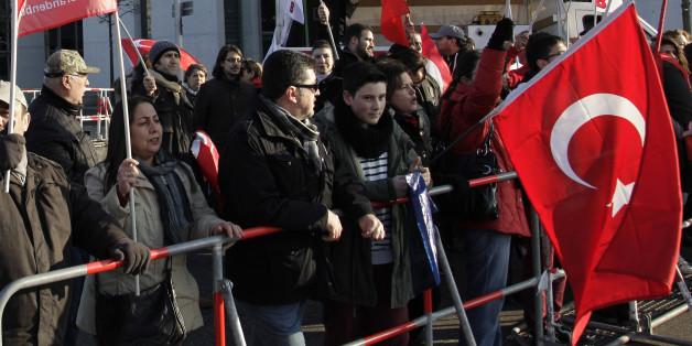 Demonstranten bei einer Kundgebung in Berlin