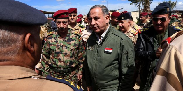 Iraqi Defence Minister Khaled Al-Obeidi (C) meets soldiers holding a position on the frontline during a visit on the outskirts of Makhmur, about 280 kilometres (175 miles) north of the capital Baghdad, on March 30, 2016, during a military operation to recapture the northern Nineveh province from Islamic State group jihadists. Iraqi army troops and allied paramilitary fighters on March 24 launched a major offensive aimed at retaking the northern Nineveh province, the capital of which, Mosul, is t