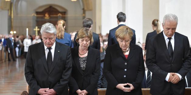Bundeskanzlerin Angela Merkel und Bundespräsident Joachim Gauck gedenken der Opfer von München