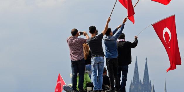 Demonstranten auf der Pro-Erdogan-Kundgebung in Köln