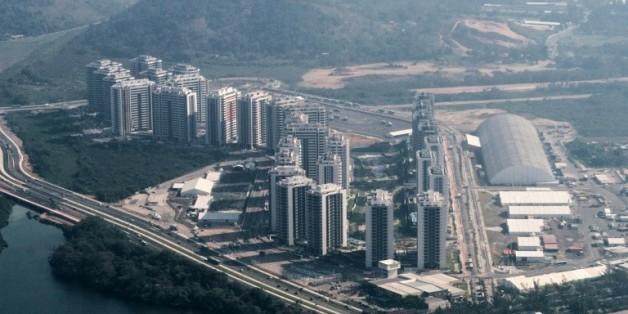 Vue aérienne du Village olympique, le 26 juillet 2016 à Rio de Janeiro