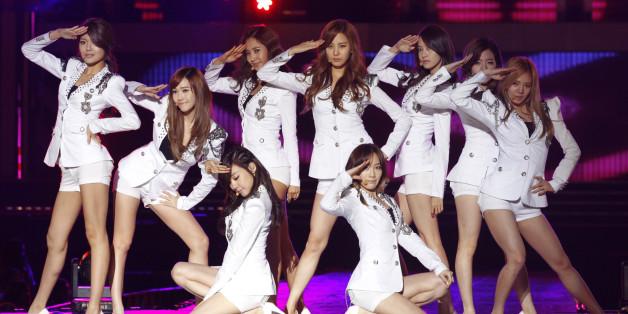대표적인 한류 아이돌 그룹 소녀시대의 2011년 공연 모습
