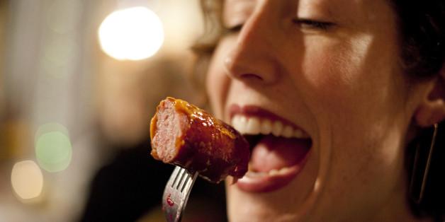 Wer raucht und Übergewicht hat, sollte weniger tierische Eiweiße wie zum Beispiel in Wurst zu sich nehmen