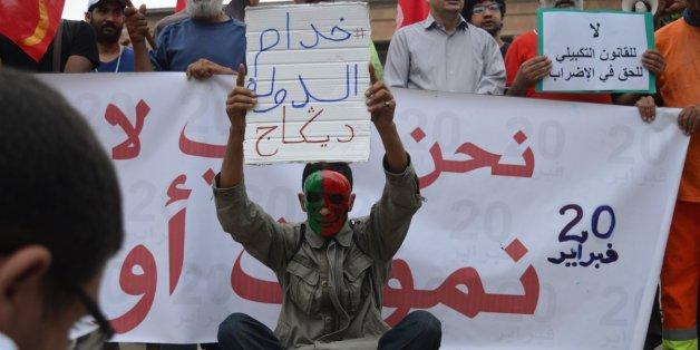Plusieurs dizaines de manifestants ont tenu un sit-in, mercredi 3 août, devant le parlement à Rabat