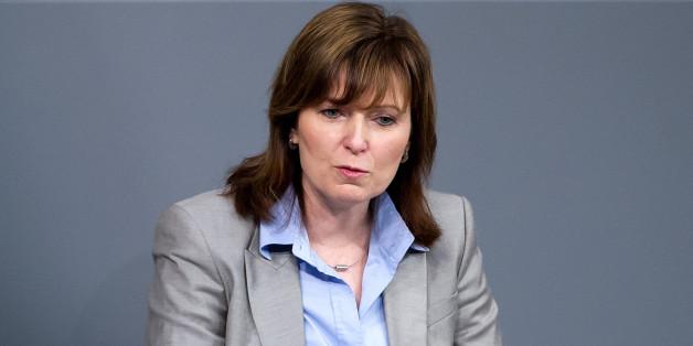 Die Bundestagsabgeordnete Petra Hinz (SPD) spricht am 01.02.2013 in Berlin während einer Sitzung im Bundestag.