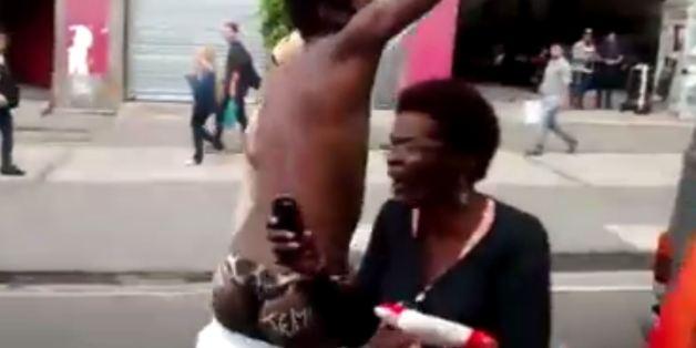 Un porteur de la flamme olympique a descendu son pantalon en protestation à Michel Temer.