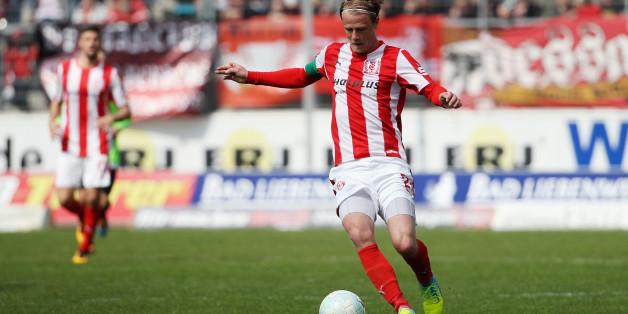 Marco Engelhardt vom Hallescher FC: Sein Team trifft am Samstag in der Dritten Liga auf Chemnitz - und zwar auch im Live-Stream