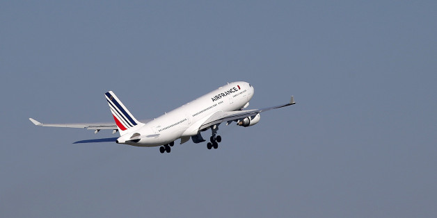 An Air France passenger jet takes off from the Charles-de-Gaulle International Airport in Roissy, France, October 2, 2015.  Air France will announce significant job cuts on Monday after the failure of talks with pilots to boost productivity, the head of parent Air France-KLM told French radio on Friday. Air France, like other traditional carriers, faces intense competition from low-cost rivals on regional routes and from Middle East airlines for long-haul passengers.   REUTERS/Stephane Mahe