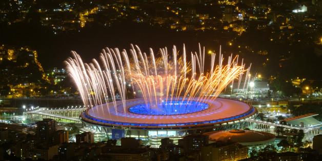 Des feux d'artifice sont testés dans le stade Maracana de Rio, le 3 août 2016.