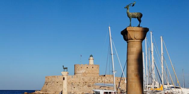 Agios Nikolaos Fortress, Entrance to port Mandraki