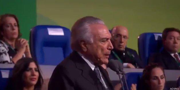 Le président brésilien par intérim hué au moment d'ouvrir les JO