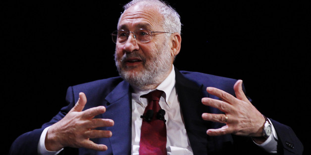 Economist Joseph Stiglitz speaks during the World Business Forum in New York October 6, 2010.   REUTERS/Shannon Stapleton   (UNITED STATES - Tags: BUSINESS)