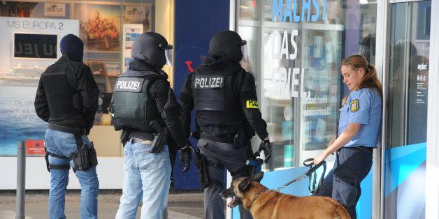 Ein bewaffneter Mann soll sich in einem Restaurant in der Innenstadt Saarbrückens verschanzt haben