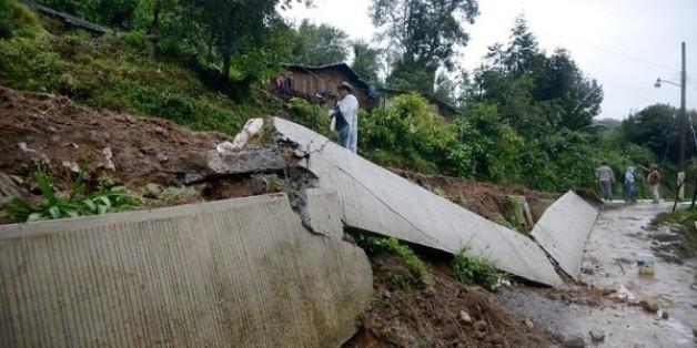 Les dégats provoqués par des glissements de terrains après le passage de la tempête Earl à Coscomatepec dans l'état de Veracruz, au Mexique, le 6 août 2016 / AFP