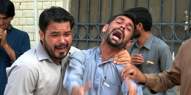 Pakistani bystanders react at the site after a bomb explosion at a government hospital premises in Quetta on August 8, 2016.At least 20 people have been killed after a bomb went off at a major hospital in the southwest Pakistani city of Quetta, an AFP reporter and officials said, with fears the death toll could rise.