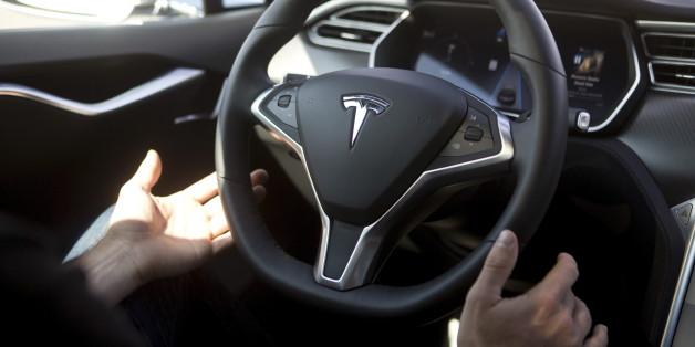 Victime d'une embolie pulmonaire, il est conduit à l'hôpital par l'Autopilot de sa Tesla