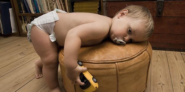 Auch wenn Kinder erst mit vier Jahren windelfrei werden, ist dies nach Ansicht von Pädagogen kein Problem