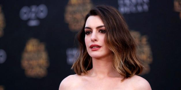 Anne Hathaway hat ihre Baby-Kilos noch nicht verloren - und reagiert deshalb pragmatisch und glücklich